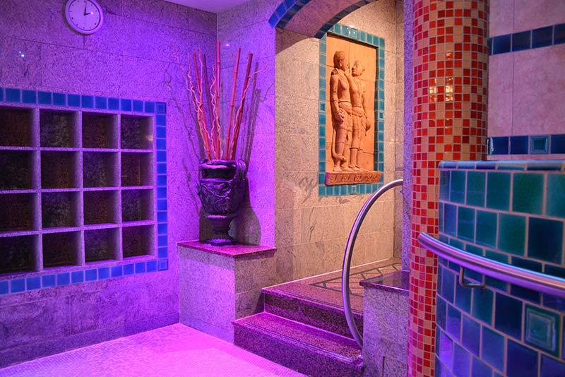 Aquarium-Sauna Karlsruhe | Treppe zum Untergeschoss